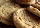 640px-Peanut_butter_cookies,_September_2009