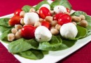 This Recipe Serves 4 Ingredients 2.5 ounces fresh mozzarella balls, drained 1 cup cherry tomatoes 1 cup no-salt-added canned chickpeas 2 teaspoons extra-virgin olive oil Kosher salt, to taste Freshly ground pepper, to taste 12 ounces fresh baby spinach Instructions 1. Combine mozzarella balls, tomatoes, and chickpeas in a medium bowl. Add olive oil. Stir, taste, and add salt and pepper to taste. 2. Wash spinach, and layer it in the bottom of a serving bowl. Arrange 1/2 cup of mozzarella-tomato-chickpea mixture on top of spinach. Serve at room temperature. - See more at: http://www.diabetes.org/mfa-recipes/recipes/mozzarella-tomato-and.html#sthash.V19U7R4g.dpuf